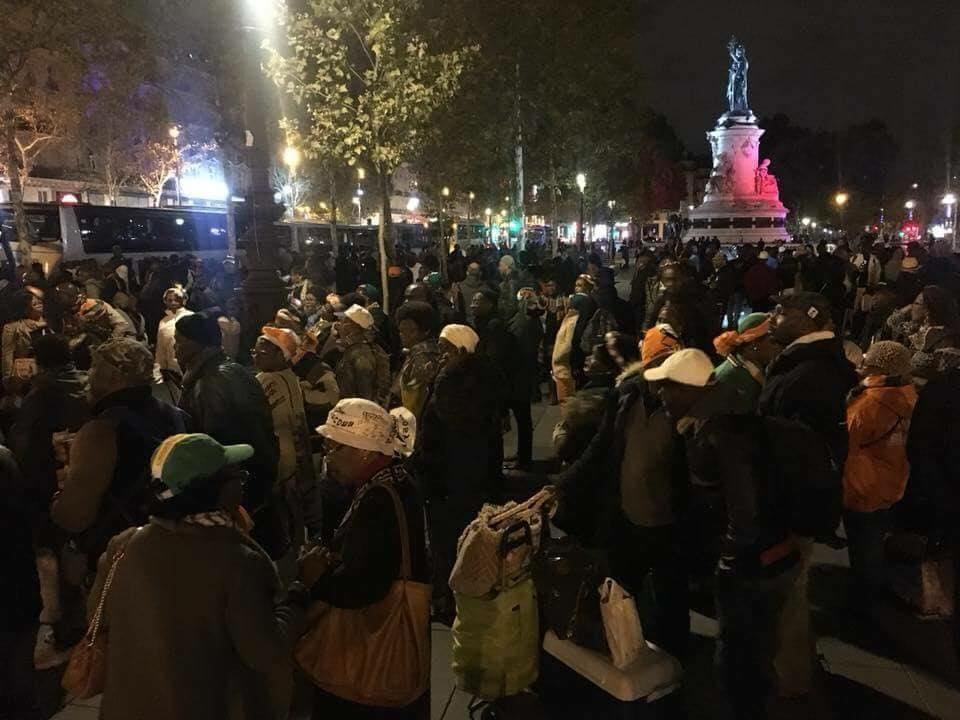 Des ivoiriens rassemblés place de la république Paris pour Gbagbo et Blé Goudé